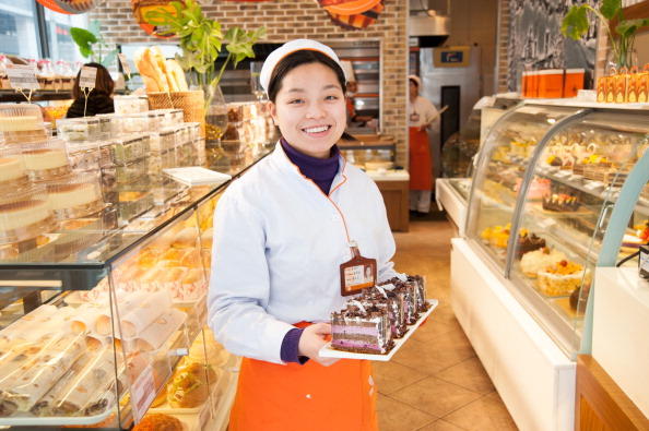 Sales assistant in bakery, Shanghai, Cinha